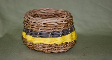 Nut basket, round reed, sea grass, paper yarn